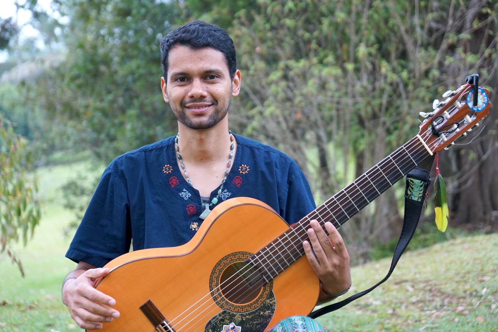 Jhonni Benavides – Musico e Curandero